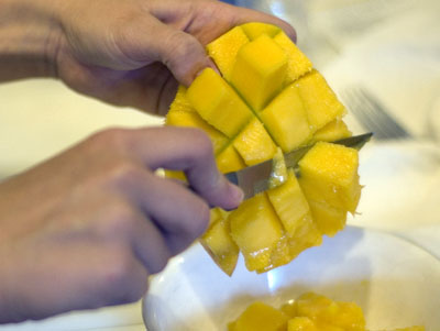 How to cut a mango chaos in the kitchen cut mango ccuart Gallery