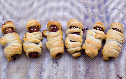 Boo! Mummy Dogs Sausage Breakfast Kolaches | chaos in the kitchen